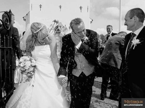 brudepar riskast ved kirken