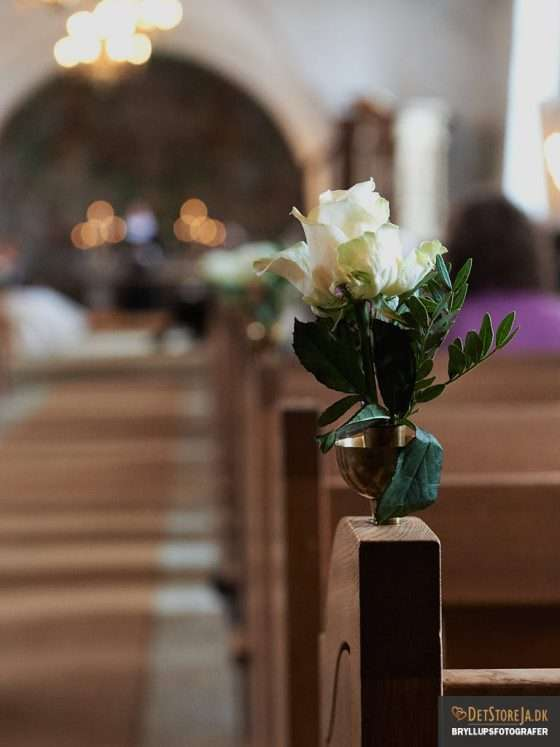 blomsterdekoration i kirken