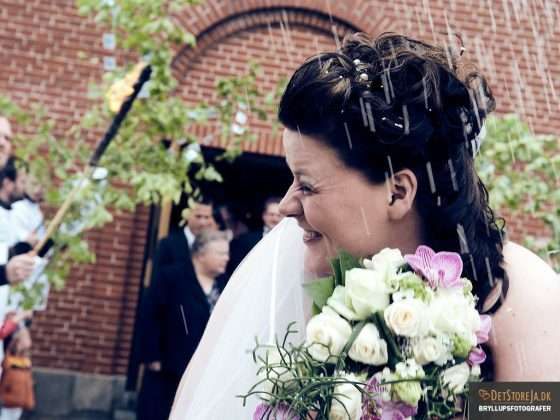 bryllupsfotograf brud vender kind væk