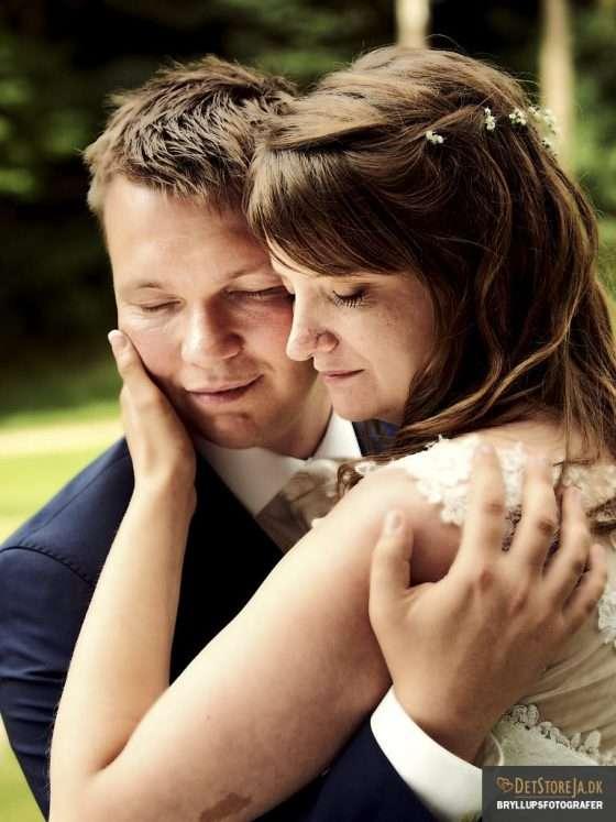 bryllupsfotografer brudepar lukkede øjne
