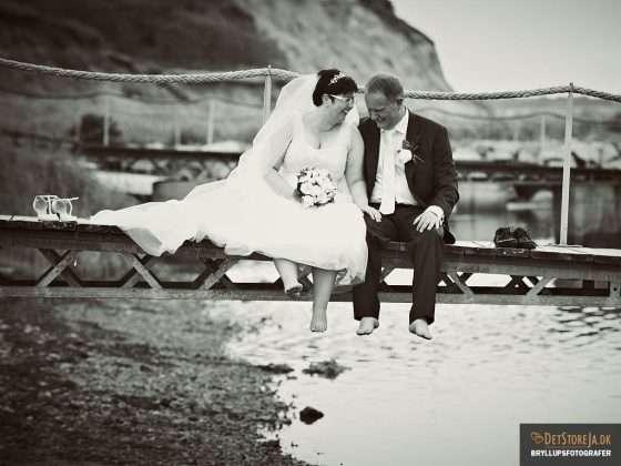 bryllupsfotograf brudepar på mole