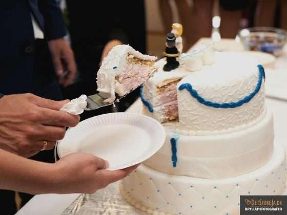 bryllupsbillede bryllupskage hvid blå