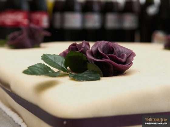 bryllupskage violet blomst