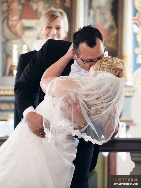 bryllupsfotograf kys under vielsen