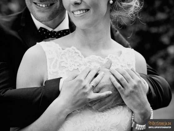 bryllupsfotograf smilende munde på brudepar