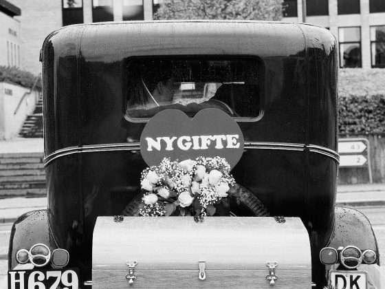 bryllupspakker veteranbil med brudepar
