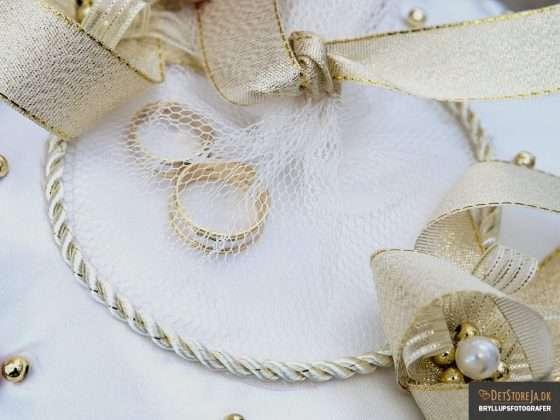 bryllup vielsesringe på pude